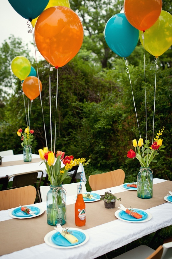 bright party table with balloon centrepiece